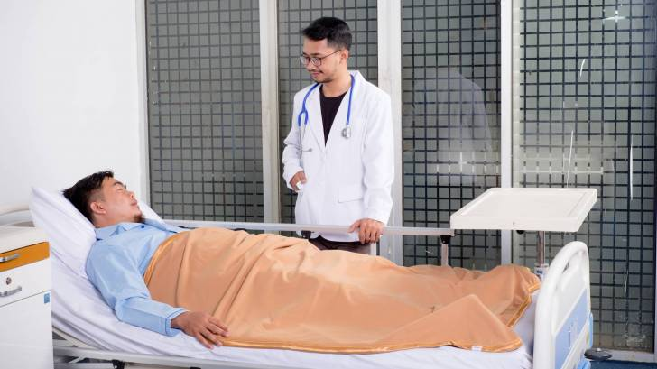hospital patient and doctor talking