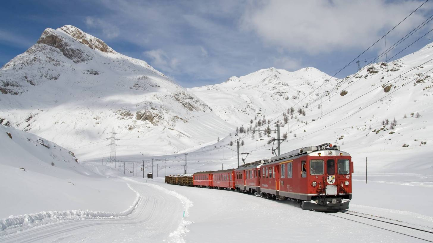 train going thru the swiss alps